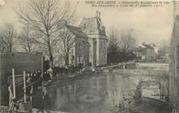 TRIEL  SUR SEINE PASSERELLE DESSERVANT LA RUE DES SAUSSAIES CRUE DE JANVIER 1910 - Triel Sur Seine