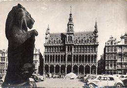 Bruxelles. Grand-Place Maison Du Roi. Automobile Citroën Traction. - Squares