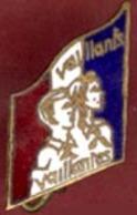 ** BROCHE  VAILLANTS  -  VAILLANTES ** - Boutons De Col /de Manchettes