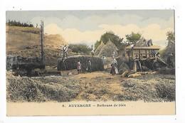AUVERGNE   (cpa 63)  Batteuse De Blés (carte Colorisée)   -  L 1 - Auvergne Types D'Auvergne
