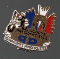 Pin's BALLARD ESCORTE PRESIDENTIELLE.COMPAGNIES MOTOCYCLISTES.....BT4 - Police