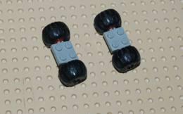 Lego Lot 2x Ensemble Roue Space Plate Gris 2x2 Avec Roues Rouges Et Pneu Ballon Ref 122c01assy4 - Lego Technic