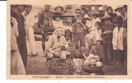 CPA SAÏGON (COCHINCHINE) FEMME INDIGENE VENDANT DES COCOS - Vietnam