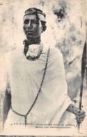 Somalie / 04 - Jeune Homme Orné Du Gardas - Somalia