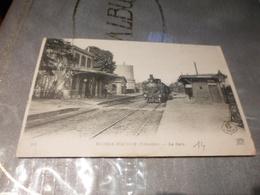 CPA ANIMEE - LA GARE DE MESNIL MAUGER - Gares - Avec Trains
