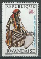 Rwanda YT N°348 Costumes Nationaux Africains Neuf ** - Rwanda