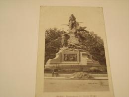 PARIS MONUMENT DE VICTOR HUGO - Statues