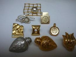 AURIEGE,VOGUE ,MARQUES COSMETIQUES ...LOT 9 PIN'S  CERTAINS SONT PRESQUE DES BIJOUX - Miniatures Modernes (à Partir De 1961)