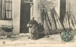 FAVEROLLES - La Dernière Fileuse De Chanvre Du Bassigny - Francia
