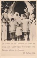 LE COMTE ET LA COMTESSE DE PARIS ET LEURS HUIT ENFANTS APRES LE BAPTEME DES PRINCES MICHEL ET JACQUES 27 JUILLET 1941 - Royal Families