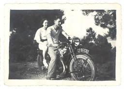 Photo  Couple Sur Moto ( à Identifier ) - Photos