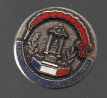 Pin's POLICE.COMMISSARIAT DU VI EME ARRONDISSEMENT PAR STAMPOR PARIS.RARE....BT4 - Police