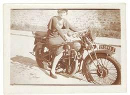 Photo Femme Sur Moto ( Modèle à Identifier ), Evian 1934 - Photos