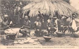 Tanganyka - Ethnic / 21 - Groupe D'indigènes Filant Du Coton - Tanzania