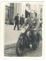 Photo Homme Sur Sa Moto   ( Modèle à Identifier ) - Photos