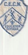 """C. E. C. M. Education Physique  2.6"""" X 3.7""""  7 Cm X 9 Cm - Badges"""