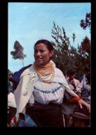 C346 ECUADOR - FOLKLORE ETHNICS - OTAVALO, POLICROMADO Y ELEGANTE TRAJE DE UNA INDIA EN UN DIA DE FIESTA - Equateur
