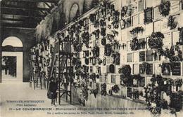 1 Cpa Paris - Le Colombarium - Monument Ou Les Centres Des Incinérés Sont Déposer - France