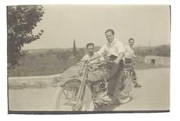 Photo Homme Sur Moto Side Car  ( Harley Davidson ) - Photos