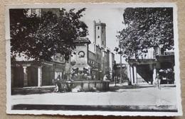 MILLAU (12).PLACE D'ARMES.CPSM.PHOTO VERITABLE.CIRCULE 1952.TBE. - Millau