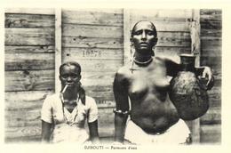"1 Cpa Djibouti - Porteuses D'eau ""femme Seins Nus"" - Djibouti"