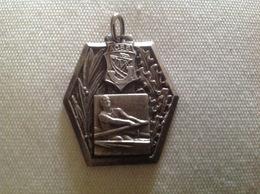 Médaille Suspendu Sport Aviron ACBB (Boulogne-Billancourt, 92) Métal Blanc - Francia