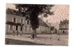 CPA 18 - Quantilly - La Place, Côté Ouest , Animée - France