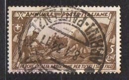 ITALIE ( POSTE ) : Y&T N°  305  TIMBRE  BIEN  OBLITERE , A  VOIR . - 1900-44 Victor Emmanuel III