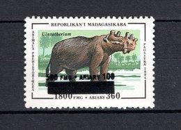 MADAGASCAR N° YVERT 1681AU SURCHARGE RESTO VERSO NEUF SANS CHARNIERE COTE MICHEL ? € ANIMAUX VOIR DESCRIPTION - Madagascar (1960-...)