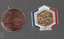 Pin's JUSTICE POUR LES GENDARMES D'OUVEA 1988.PIN'S EN MEMOIRE DES 4 GENDARMES TOMBES A OUVEA .....BT4 - Police