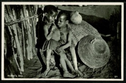 Ref 1259 - Ethnic Real Photo Postcard - Mother's Help - Zulu Theme South Africa - Africa