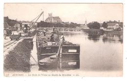 Péniches à  Auxerre (89 - Yonne) Les Bords De L'Yonne Au Moulin Du Bâtardeau - Embarcaciones