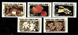 Serie De Comores Nº Yvert 762/66 **  SETAS (MUSHROOMS) - Comores (1975-...)