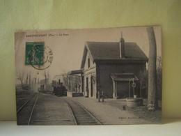 BERTHECOURT (OISE) LES TRAINS. LES PUITS. LA GARE. - Francia