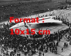 Reproduction D'une Photographie Ancienne Du Prototype Du Concorde Français-Anglais Au Milieu De La Foule - Reproductions