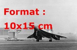 Reproduction D'une Photographie Ancienne D'unr Vue D'un Des Décollages Du Concorde à Londres En 1976 - Reproductions