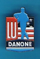 PIN'S //  ** BISCUIT LU / GROUPE DANONE // DRAPEAU U.S.A ** - Food