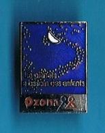 PIN'S //  ** OZONA / LA PLANÈTE À BESOIN DES ENFANTS // VÊTEMENTS ** - Trademarks