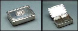 Boîte En Métal Argenté, Fleurs En Relief Sur Couvercle, 2 Comp., 48x32x10mm. - TB - Boites A Timbres