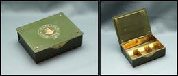 """Boîte En Métal Vert Foncé, Marquée """"Cognac Renault"""" Et Armoiries Dorées, 4 Comp. Laiton, 84x65x25mm, Quasiment Neuve. -  - Stamp Boxes"""