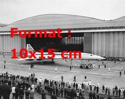 Reproduction D'une Photographie De La Sortie Du Concorde 002 En 1968 - Reproductions