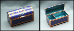 Boîte Chinoise En émail, Cloisonnée Cuivre, En Forme De Coffre, Fleurs En Décor Dominante Bleu Roi, 2 Comp., 85 X40x55mm - Stamp Boxes