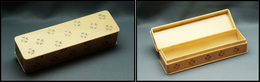Boîte Rectangulaire En Ivoirine, à Décor De Petites Fleurs, 1 Comp., 138x40x30mm. - TB - Stamp Boxes