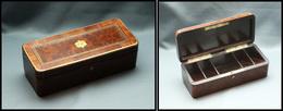 Boîte En Palissandre Et Marqueterie De Loupe De Thuya, Cerclage Et Monogramme Laiton, 5 Comp., 145x80x 43mm. - TB - Stamp Boxes