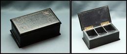 Boîte En Bois Gainé Cuir Bleu Marine, Décor Au Fer Sur Couvercle, 3 Comp.,108x60x35mm. - TB - Stamp Boxes