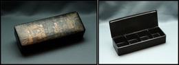 Boîte Japonaise Papier Mâché, Fin Décor Sur Couvercle, 4 Comp., 140x50x30mm. - TB (BB P.75) - Stamp Boxes