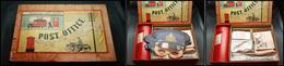 """Poste Enfantine Anglaise. Boîte Marquée """"Post Office"""", Ensemble Très Complet Et Quasiment Neuf, 32x22x9 Cm. - TB - Stamp Boxes"""