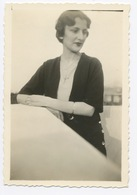 D570 Photo Originale Amateur Snapshot Famille Pin-up Femme Portrait 1933 - Foto
