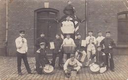 AK Foto Gruppe Deutsche Soldaten Mit Musikinstrumenten Und Trommeln - Feldpost Herford 1910 (38694) - Guerra 1914-18