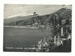 CARTOLINA POSTALE MESSINA - TAORMINA A SPECCHIO DALL'INCANTEVOLE SUO MARE VG 1956 - Messina